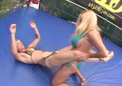 Liz Lightspeed vs Tanya Danielle - (REAL)