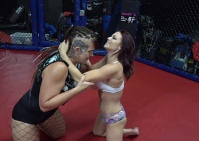 Saharra Huxly vs Sarah Brooke - UWW Female Wrestling