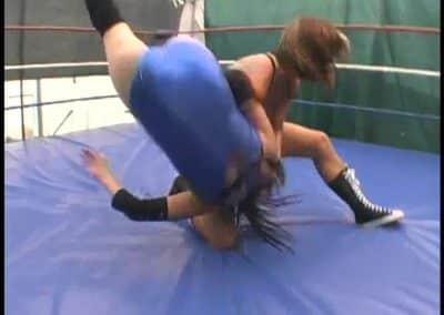 Christie Ricci vs Rain - Pro Female Wrestling!